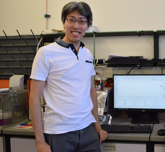 Picture of Assist.-Prof. Dr. Shinnosuke Horiuchi in the laboratory